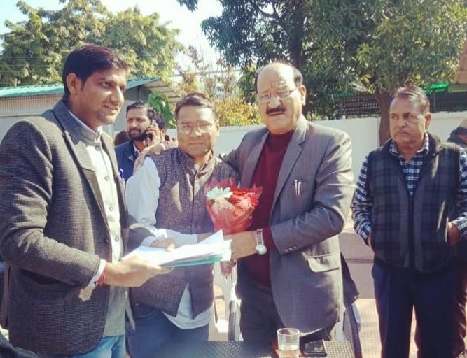 देवप्रयाग ब्लॉक प्रमुख ने कृषि मंत्री से मिलकर बतायी समस्याएं