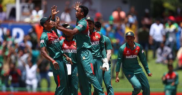 अंडर-19 वर्ल्ड कप कब्जाते ही बंगलादेशी टीम ने जोश में खोए होश