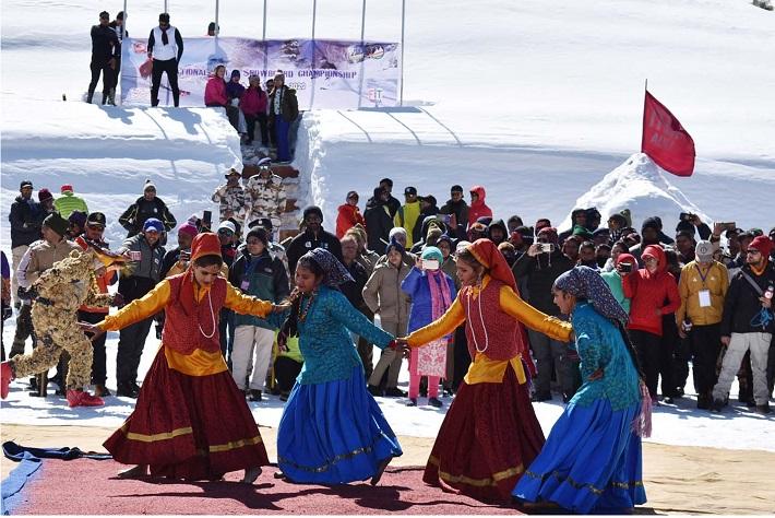नेशनल स्कीइंग एंड स्नोबोर्ड चैंपियनशिप का रंगारंग सांस्कृतिक कार्यक्रमों के  शुभारंभ