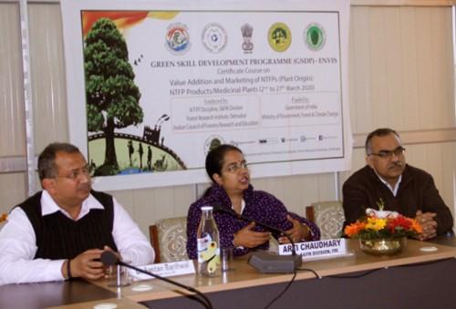 अकाष्ठ वन उपज/औषधीय पौधों के मूल्य संवर्धन और विपणन' पर 21 दिवसीय प्रशिक्षण शुरू