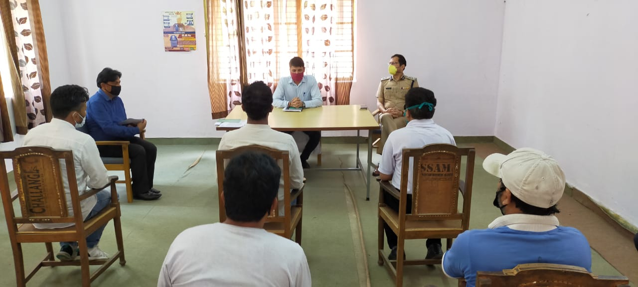 डीएम, एसएसपी ने घनसाली व्यापार मंडल के साथ बैठक कर कोरोना के बढ़ते संक्रमण पर की चर्चा