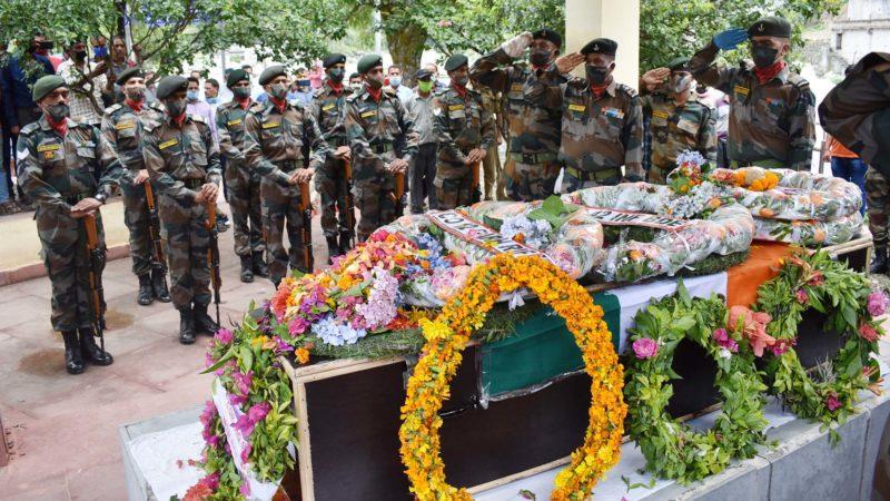 शहीद सुरेंद्र सिंह नेगी का पार्थिव शरीर पंचतत्व में विलीन