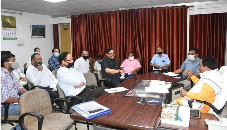 उच्च शिक्षा विभाग की समीक्षा बैठक, मंत्री ने निर्माण कार्य समय से पूरे करने के दिए सख्त निर्देश
