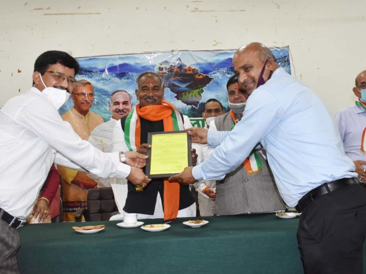 शिक्षा मंत्री ने हरेला पर्व के तहत कई विद्यालयों में किया वृक्षारोपण