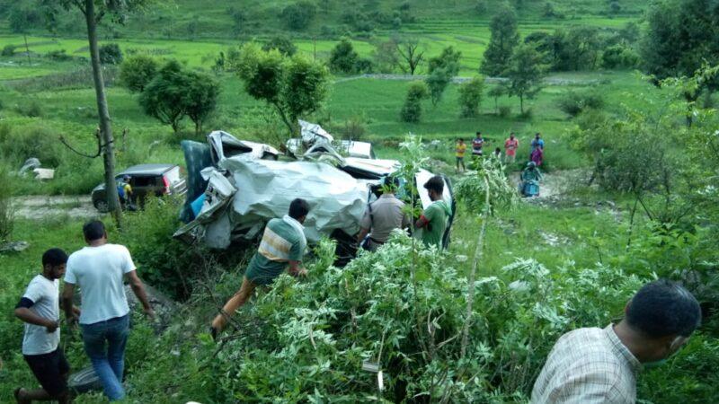 Breaking: पुरोला-नौगांव मोटर मार्ग पर वाहन दुर्घटना, 2 की मौत तीन घायल