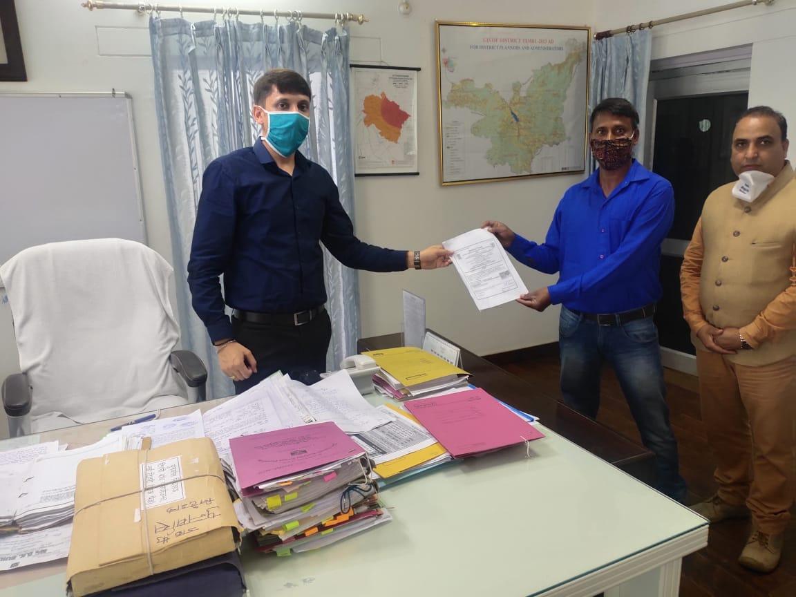 अनाथ दिव्यांग विनोद को मिला लीगल गार्जन