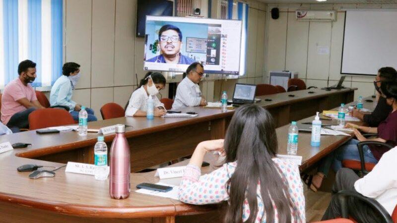 """एफ.आर.आई. में """"फोंरेस्ट बायोमास से नेचुरल डाई"""" विषयक वेबिनर का आयोजन"""