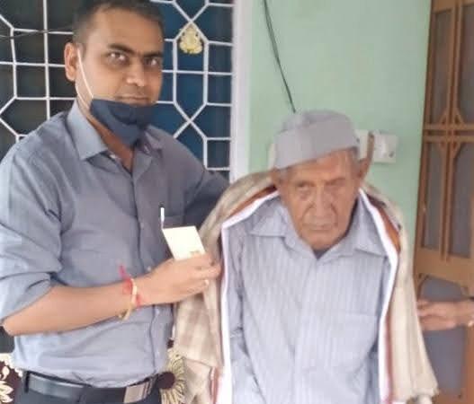 स्व.सेनानी 103 वर्षीय बख्तावर सिंह को किया सम्मानित
