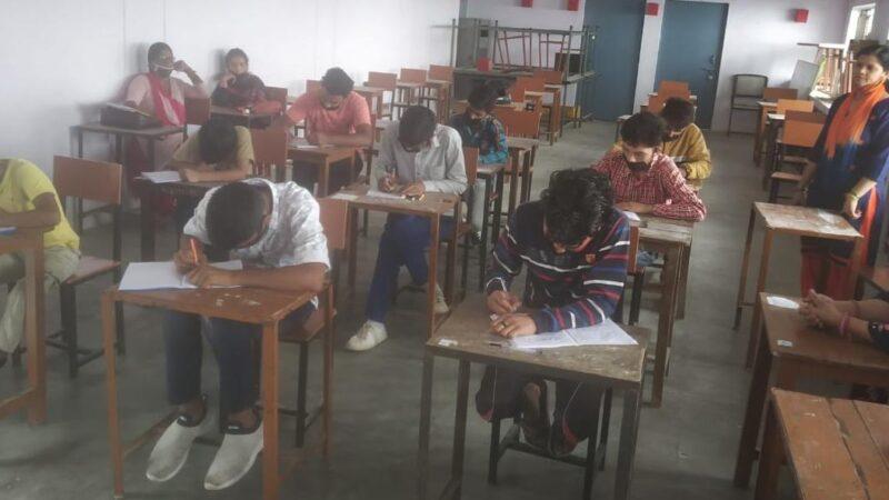 स्वच्छ भारत मिशन ग्रामीण के तहत विद्यालयों में 'गंदगी मुक्त मेरा गांव'  पर निबंध प्रतियोगिता का आयोजन