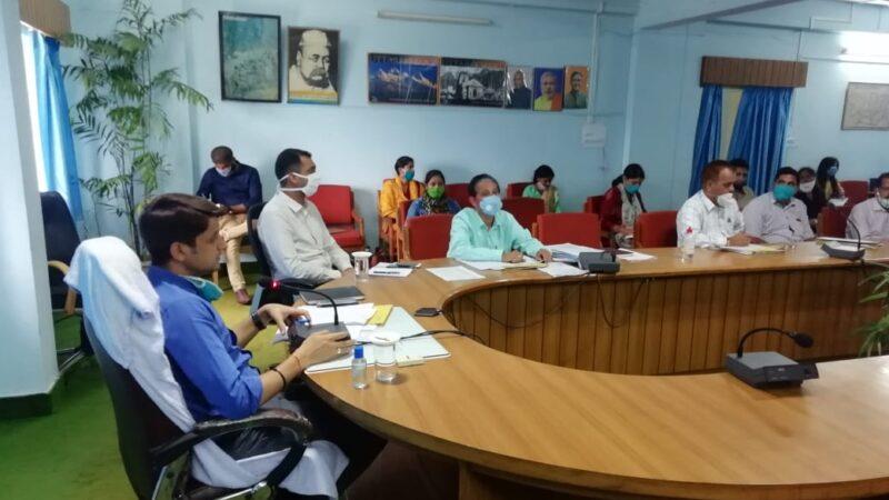 ग्रामस्तर तक उद्यान सम्बन्धी रोजगार परक योजनाओं की जानकारी दे विभाग-डीएम