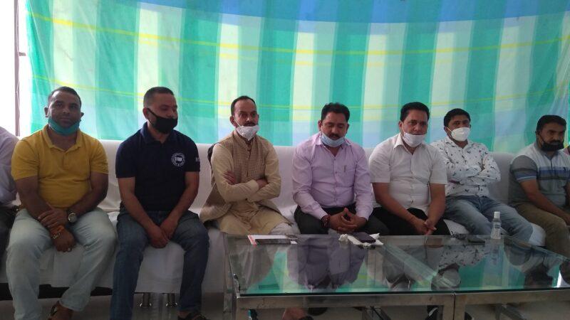 प्रवासियों को रोजगार के नाम पर धोखा दे रही है सरकार- राकेश राणा