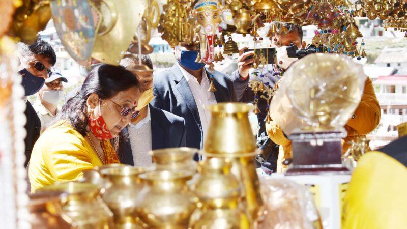 राज्यपाल बेबी रानी मौर्य ने बद्रीनाथ धाम में पूजा अर्चना कर देश और राज्य की खुशहाली की प्रार्थना की