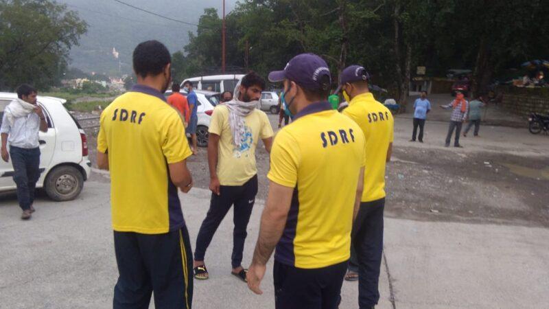 एसडीआरएफ ने चलाया मुनिकीरेती क्षेत्र में जागरूकता अभियान