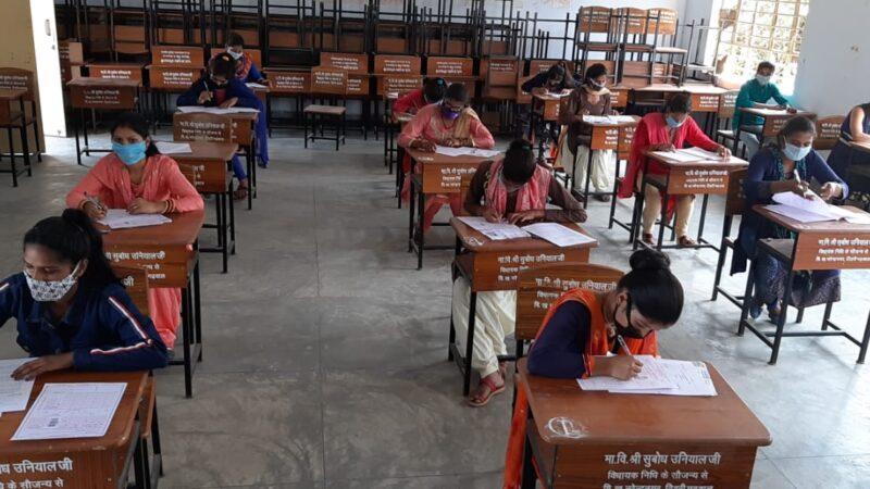 परीक्षा केंद्र पर कोविड-19 के सुरक्षा  नियमों का रखा पूरा ख्याल