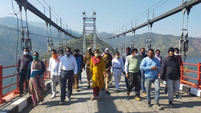 डीएम इवा आशीष श्रीवास्तव ने डोबरा-चांठी ब्रिज के शेष कार्यो को यथा समय पूरा करने के दिए निर्देश
