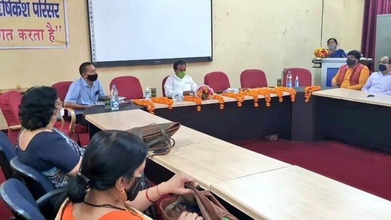 महाविद्यालय ऋषिकेश में शिक्षा मंत्री डॉ रावत द्वारा समीक्षा बैठक साथ ही अगले सत्र से छात्रों की बायोमेट्रिक उपस्थिति के निर्देश