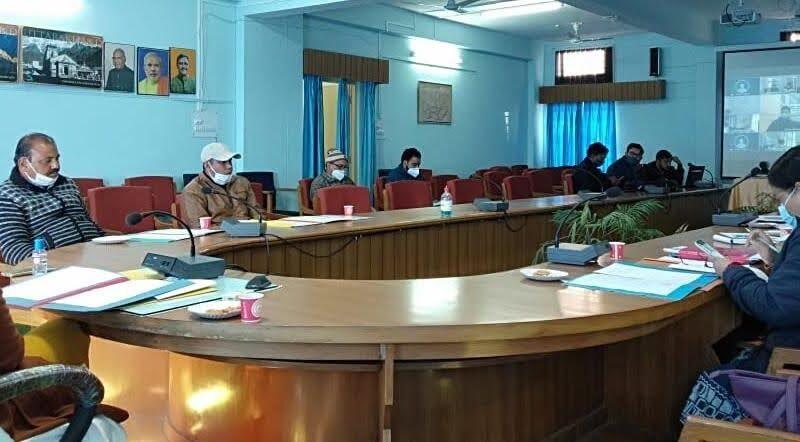 जिलाधिकारी इवा आशीष श्रीवास्तव ने ली चिकित्सा प्रबन्धन समिति की बैठक