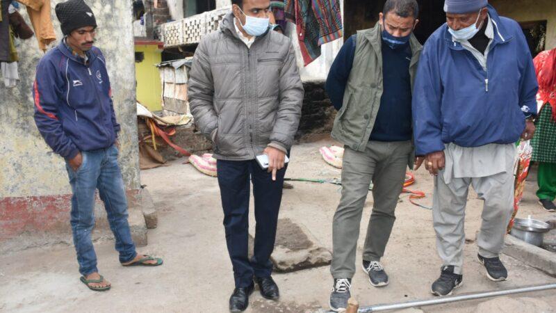 डीएम मयूर दीक्षित ने किया विभिन्न योजनाओं का स्थलीय निरीक्षण