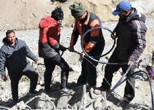 आपदा के बाद गांवों को मुख्य धारा से जोड़ने में जुटा चमोली प्रशासन