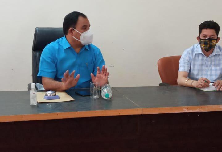 कोविड को लेकर डॉ हरक सिंह रावत ने ली अधिकारियों की बैठक