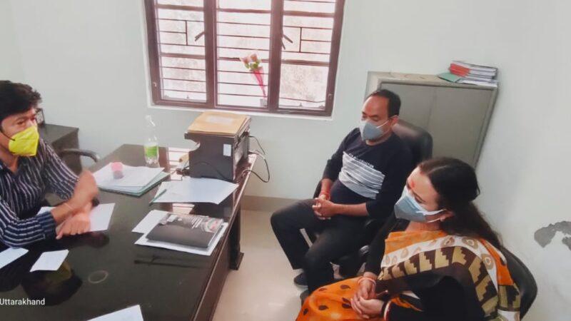 कांग्रेस नेता आकाश एवं पालिका अध्यक्ष सीमा कृषाली ने सुमन चिकित्सालय नरेंद्र नगर पहुंच सीएमएस से की मुलाकात