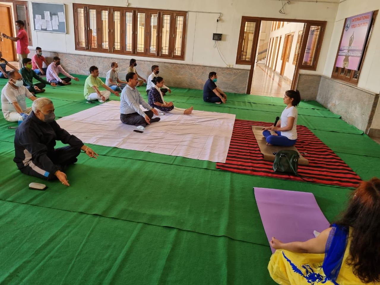 योग से स्थापित होता है शारीरिक, मानसिक और आध्यात्मिक संतुलन: कुलपति डाॅ0 ध्यानी