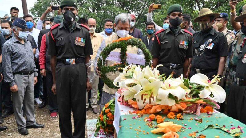सीएम ने शहीद मनदीप नेगी को दी श्रद्धांजलि, परिवार को बारह लाख रुपए देने की घोषणा