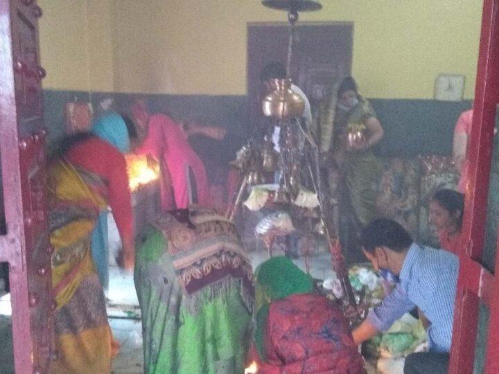 सावन के पहले सोमवार को शिवालयों में भक्तों ने किया भोले का जलाभिषेक