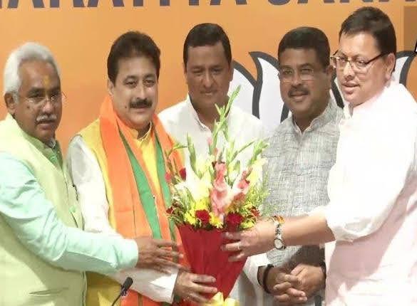 निर्दलीय प्रीतम के बाद कांग्रेसी विधायक राजकुमार ने ओढ़ा केसरिया रंग