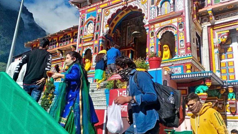 पहले दिन शनिवार को 335 लोगों ने किए भगवान बद्रीनाथ जी के दर्शन
